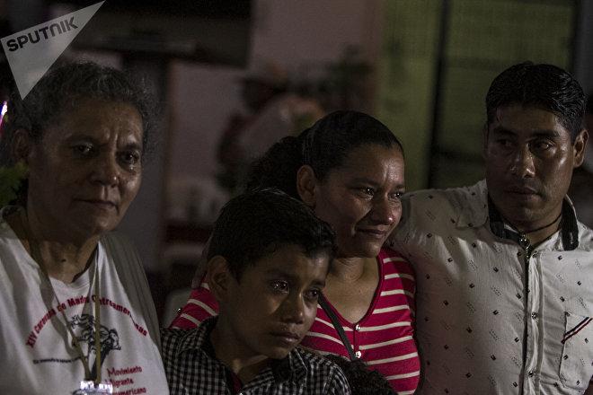 Madre e hija originarias de Honduras reunidas en México tras 14 años sin verse, durante la 14° Caravana de Madres Centroamericanas