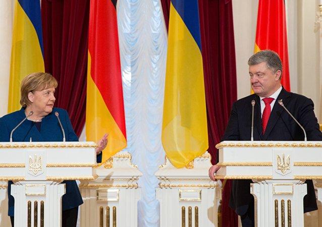 La canciller federal alemana, Angela Merkel, en una rueda de prensa conjunta con el presidente ucraniano, Petró Poroshenko, en Kiev