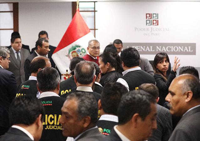 Keiko Fujimori, la líder del partido opositor peruano Fuerza Popular (fujimorismo, derecha), trasladada a la cárcel