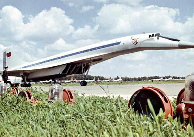 Avión supersónico soviético Tu-144 (imagen referencial)