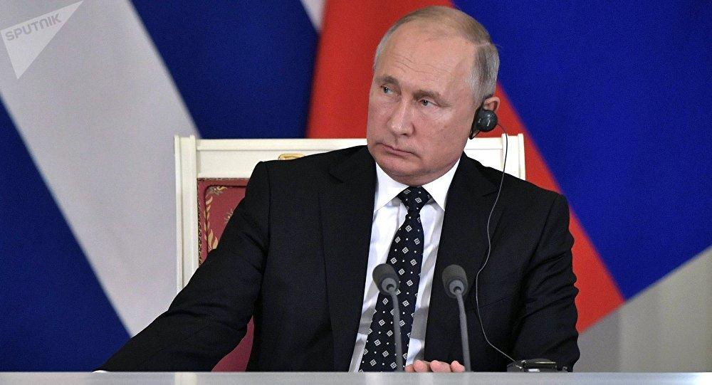 El presidente de Rusia, Vladímir Putin,  en una rueda de prensa, al reunirse con su homólogo cubano, Miguel Díaz-Canel