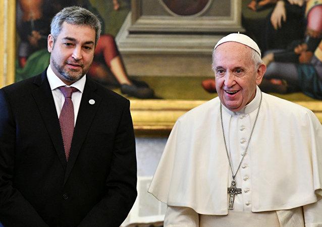 Presidente de Paraguay, Mario Abdo Benítez, y el papa Francisco