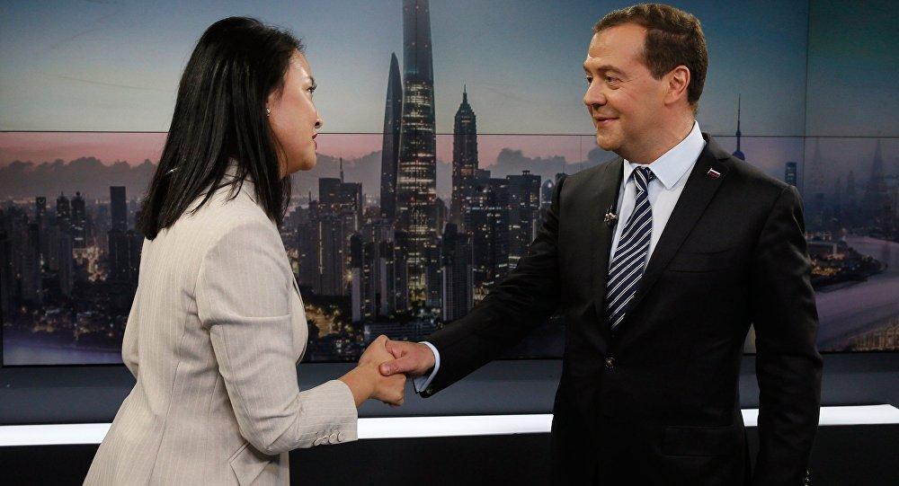 El primer ministro ruso, Dmitri Medvédev, durante una visita oficial a China