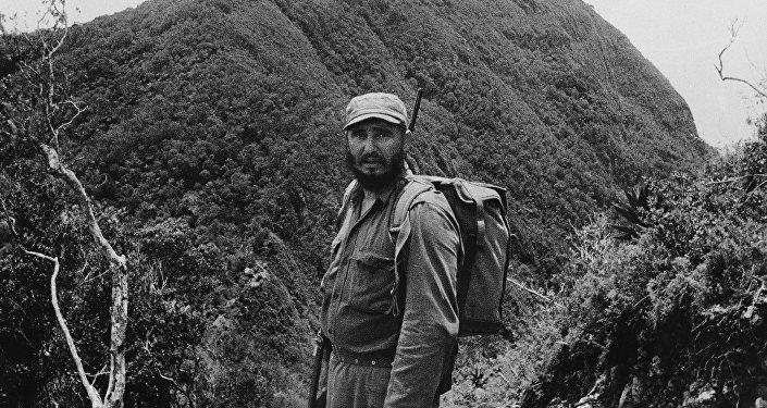 Fidel Castro visita la Sierra Maestra en junio de 1962