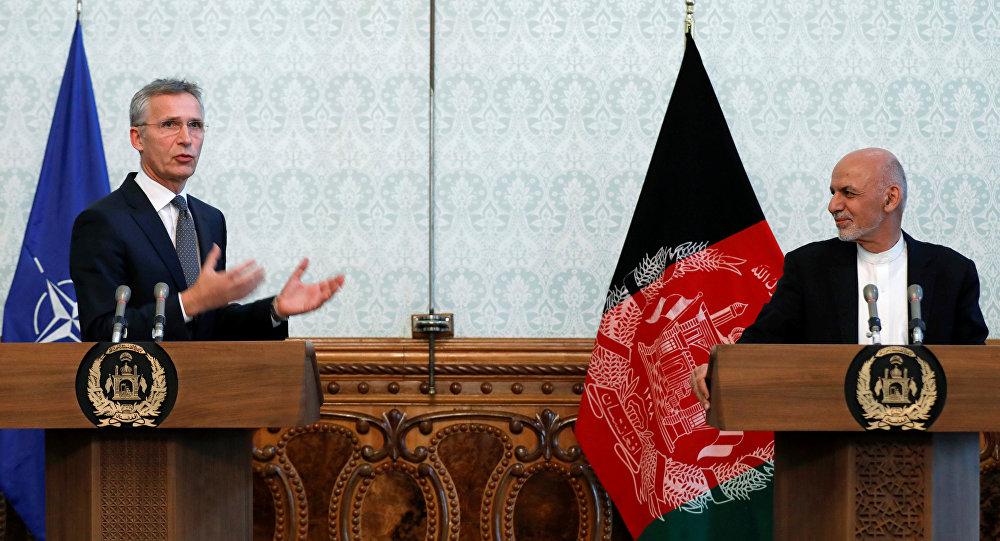 El secretario general de la OTAN, Jens Stoltenberg, con el presidente de Afganistán, Ashraf Ghani