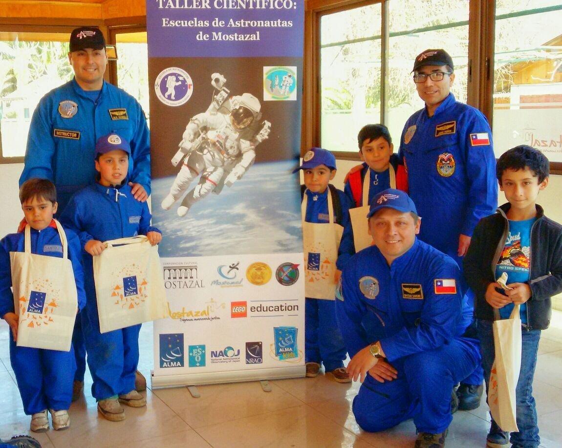 En 2017, unos 35 alumnos de la Escuela de Astronautas de Mostazal visitaron el Observatorio ALMA en San Pedro de Atacama