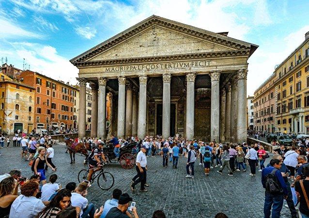 Panteón, Italia