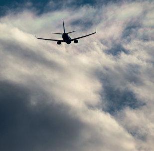 Un avión en el cielo de Moscú