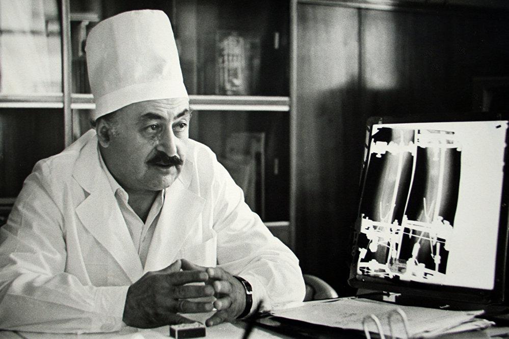 Gavriil Ilizárov, médico soviético, conocido por inventar el aparato Ilizárov para la elongación ósea