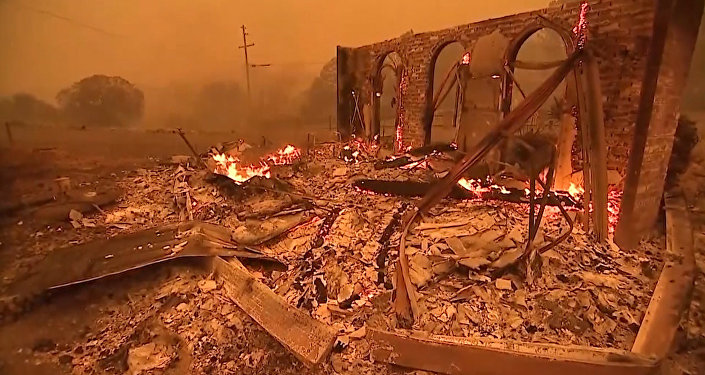 Imágenes apocalípticas de un incendio fuera de control en EEUU