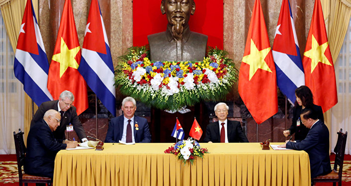 El presidente cubano, Miguel Díaz-Canel,  y el presidente de Vietnam, Nguyen Phu Trong