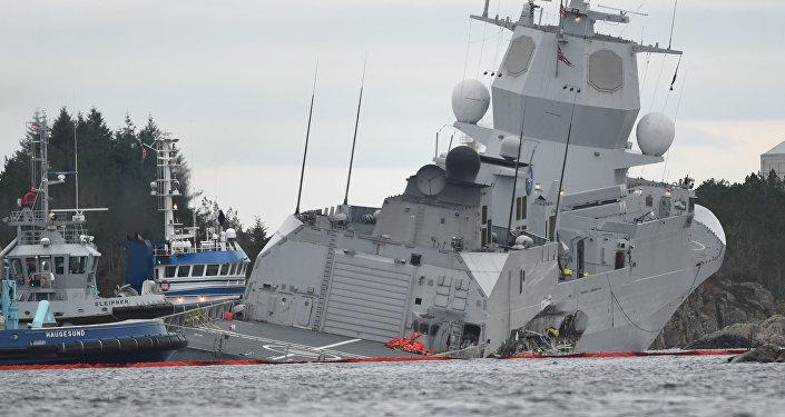 Fragata noruega KNM Helge Ingstad tras una colisión con el petrolero Sola TS