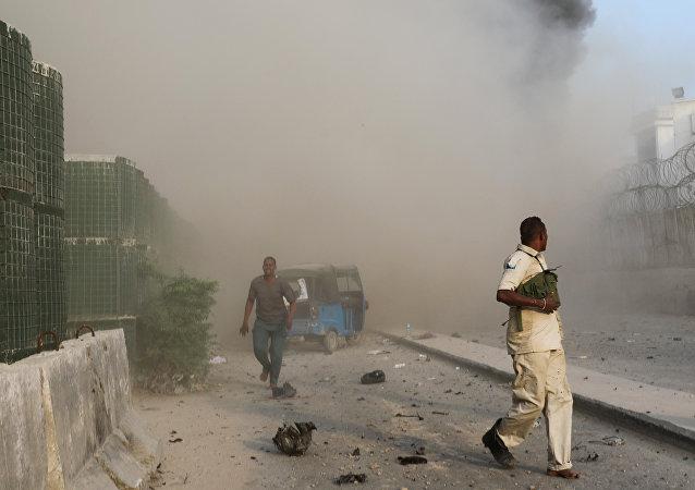 Una triple explosión de tres vehículos bomba en Mogadiscio, Somalia