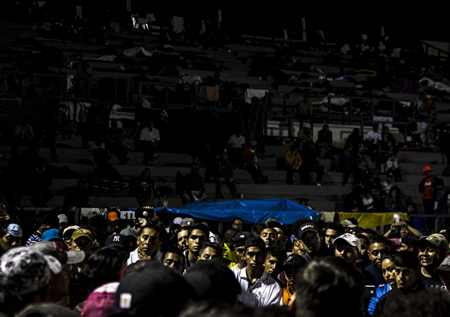 Asamblea nocturna en la Ciudad de México. El éxodo decidió salir de la capital a las cinco de la mañana del 9 de noviembre