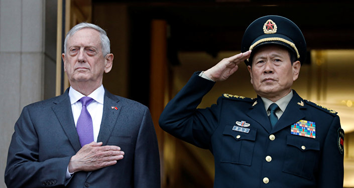 El secretario de Defensa de EEUU, James Mattis, y ministro de Defensa de China, Wei Fenghe