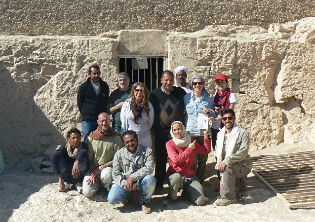 El equipo responsable de las excavaciones en Egipto
