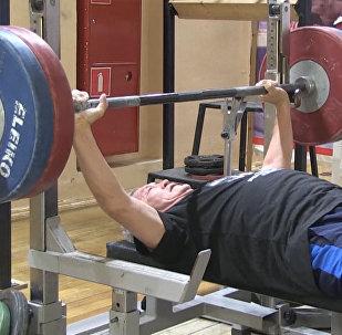 Un anciano ruso se consagra campeón mundial de levantamiento de pesas