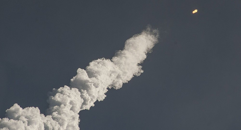 Lanzamiento de un cohete espacial (imagen referencial)