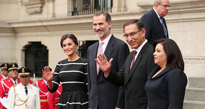 Los reyes de España,  Letizia y Felipe VI, y el presidente de Perú, Martín Vizcarra, y su esposa Maribel Díaz