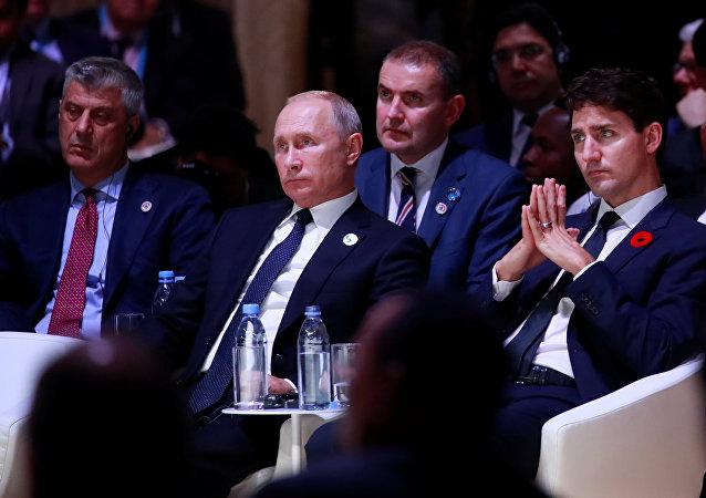Hashim Thaci y Vladímir Putin durante el centenario del fin de la Primera Guerra Mundial en París