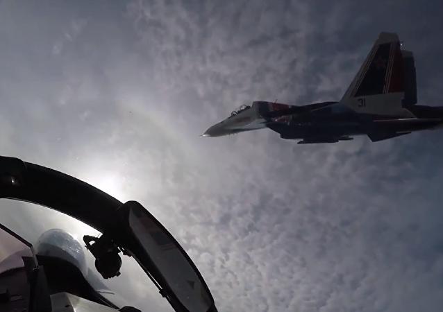 Los pilotos del grupo de alto pilotaje Russkie Vítyazi ensayan sus pericias aéreas
