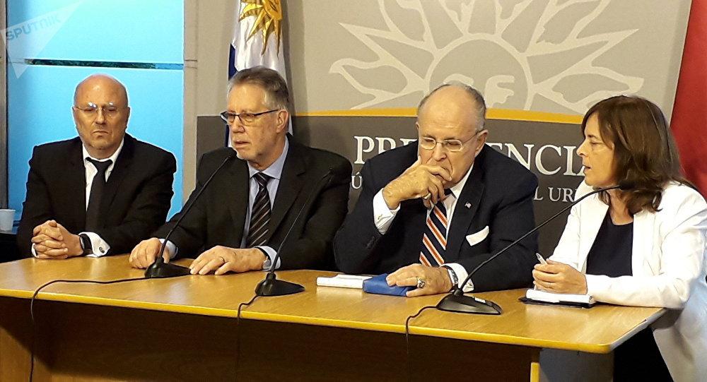 La conferencia de prensa de Rudy Guiliani en Uruguay