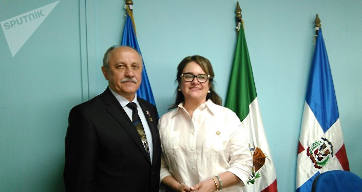 Yuri Usachov y diputada Gloria Oquelí