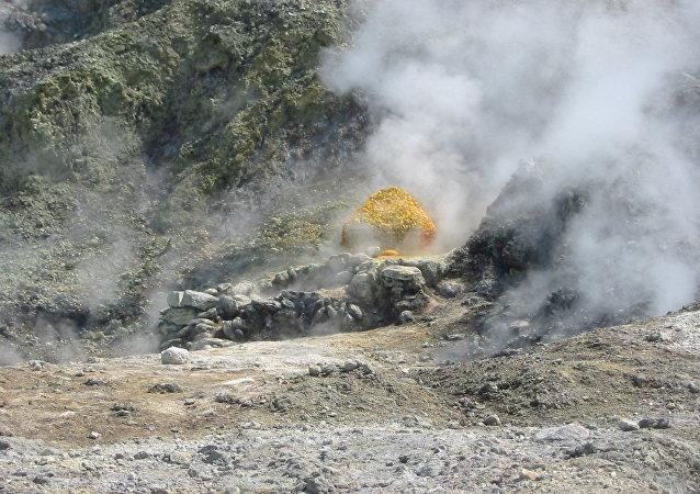 Actividad volcánica en  los Campos Flégreos, en Italia