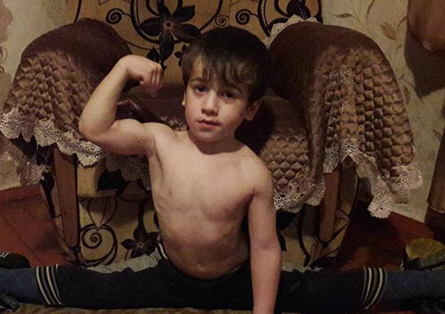 4.105 flexiones en 146 minutos: un niño ruso de 5 años bate todos los récords