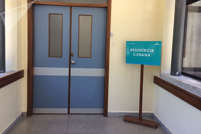 Entrada a la residencia de los médicos cubanos en Uruguay