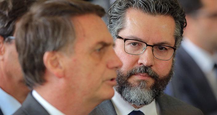 Jair Bolsonaro, presidente electo de Brasil, y Ernesto Araújo, nuevo ministro de Relaciones Exteriores de Brasil