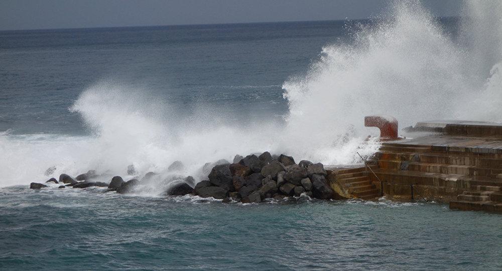 Olas en Tenerife (islas Canarias, España)