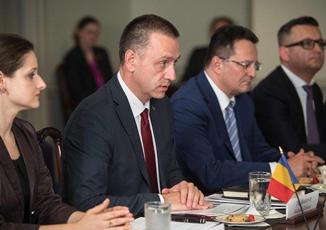 Mihai Fifor, ministro de la Defensa de Rumanía (archivo)