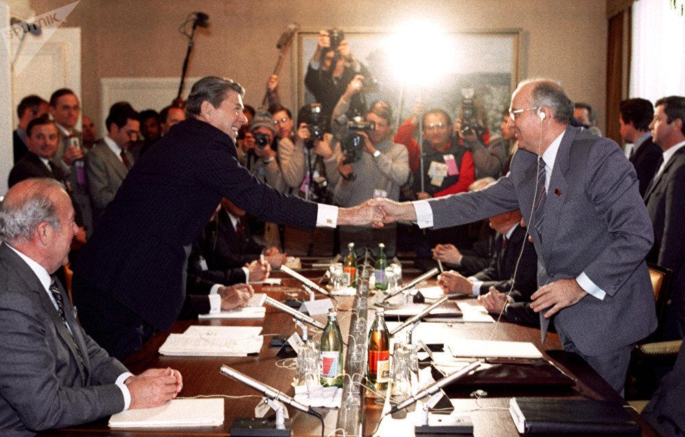 Reunión entre Gorbachov y Reagan en Ginebra (1985)