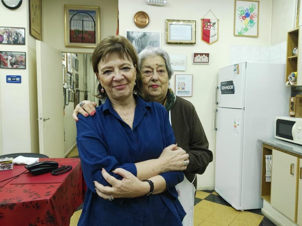 Hebe de Bonafini (d) y Telma Luzzani (iz)