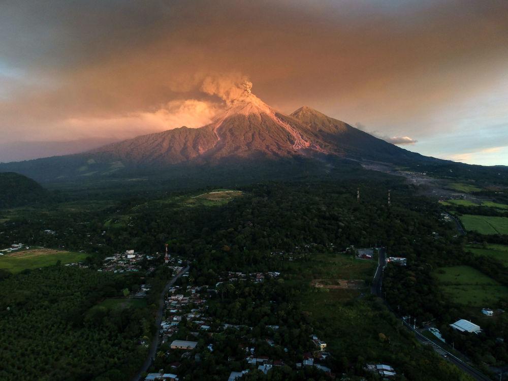 Espeluznantes imágenes de la erupción del volcán de Fuego en Guatemala