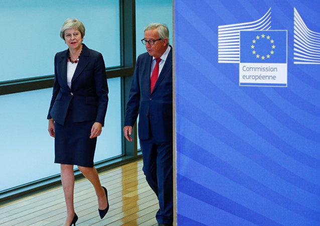 La primera ministra británica, Theresa May, y el presidente de la Comisión Europea, Jean Claude Juncker