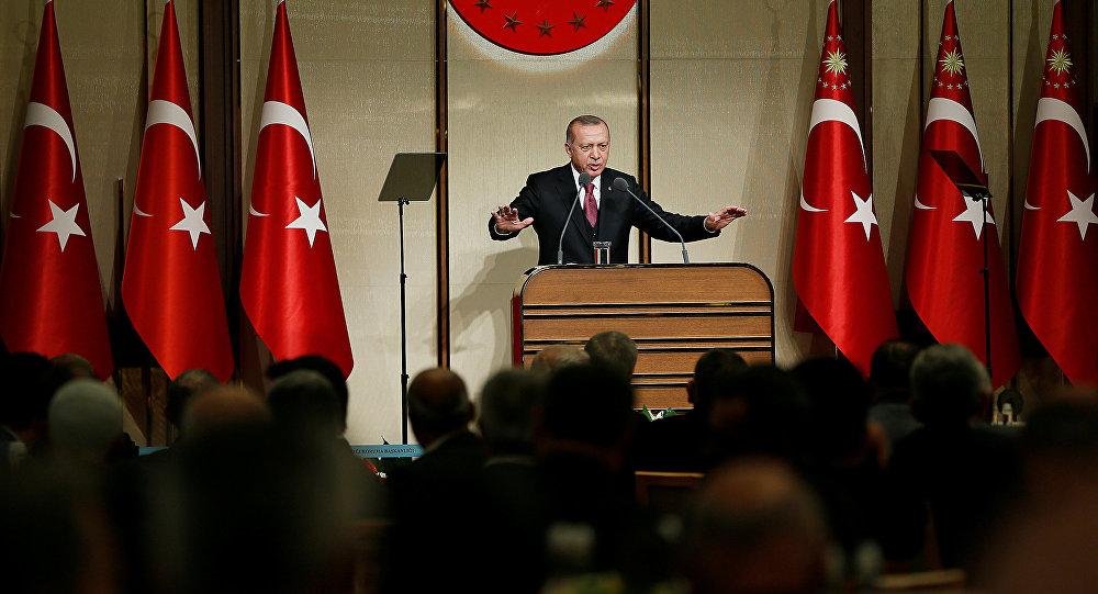 El presidente turco, Tayyip Erdogan, pronuncia un discurso en el Palacio Presidencial en Ankara, Turquía