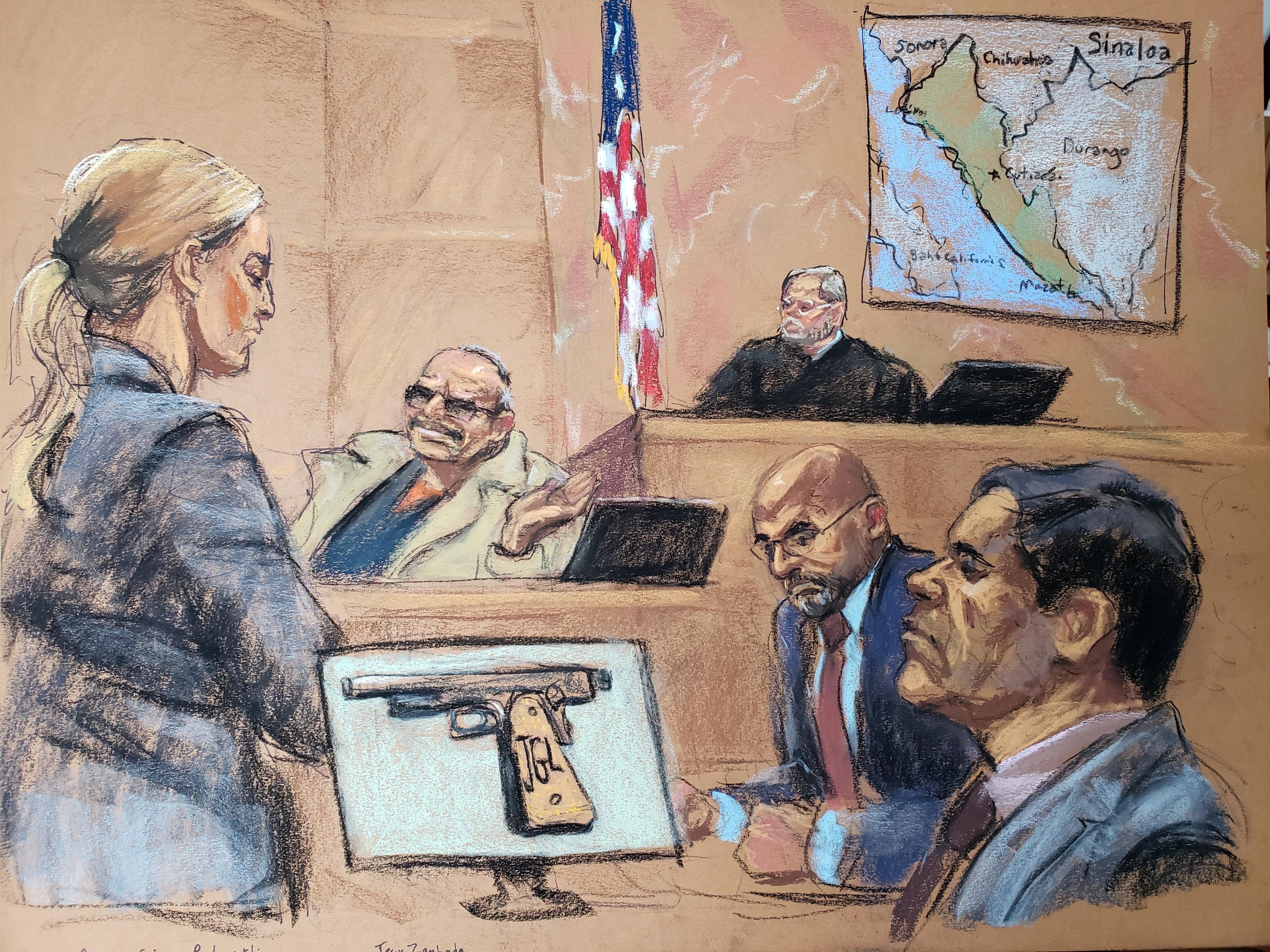Jesús 'El Rey' Zambada (centro) y Joaquín 'Chapo' Guzmán (dcha.) en la Corte Federal de Brooklyn