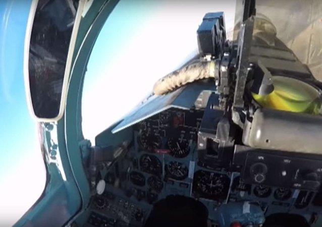 Dentro de una cabina del Su-27