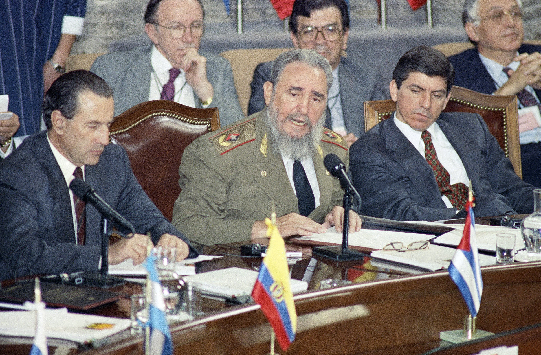 Fidel Castro habla durante la XXI Cumbre Iberoamericana de Guadalajara