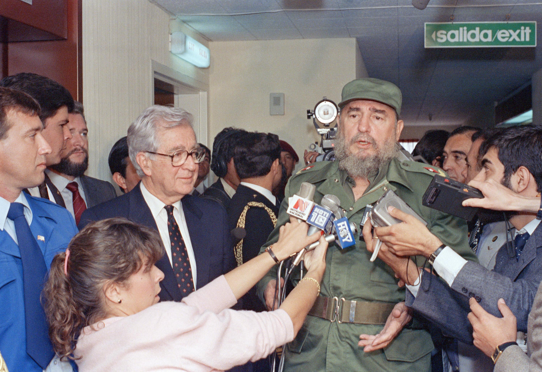 Fidel Castro en Colombia junto al presidente Virgilio Barco