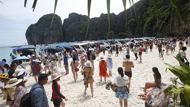 La playa tailandesa Maya Bay antes de su cierre para el turismo