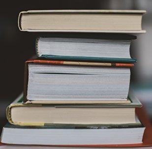 Una pila de libros