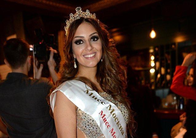 Oksana Voevodina, vencedora de la edición de 2015 del concurso Miss Moscú