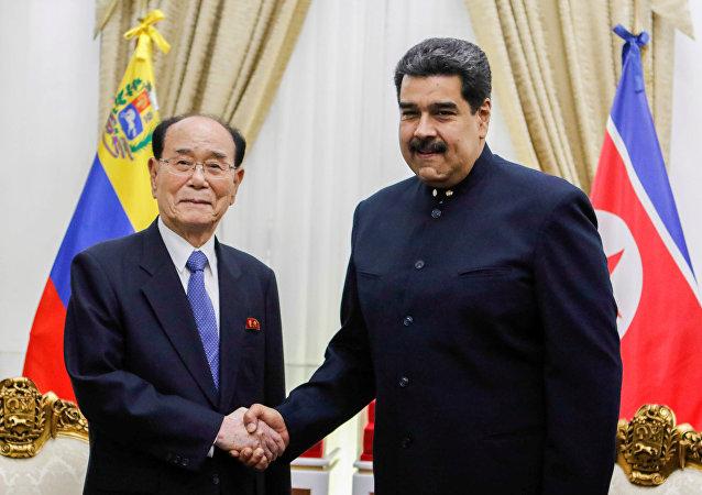 El presidente de la Asamblea Suprema de Corea del Norte, Kim Yong-nam, y el presidente de Venezuela, Nicolás Maduro