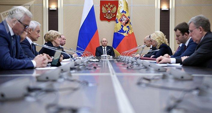 Vladímir Putin, presidente ruso, durante la reunión con miembros del Gobierno