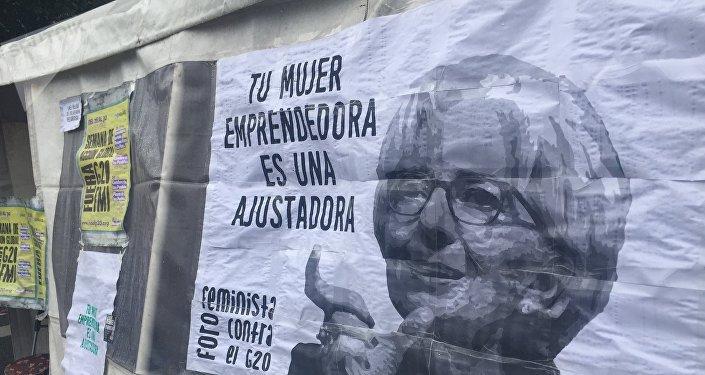 Bandera contra Christine Lagarde, directora gerente del Fondo Monetario Internacional