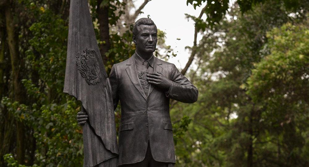 Presidente Mexicano Peña Nieto Ya Tiene Estatua En Residencia