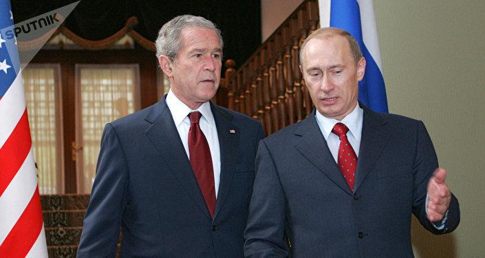 George W. Bush, expresidente de EEUU, y Vladímir Putin, presidente de Rusia (archivo)